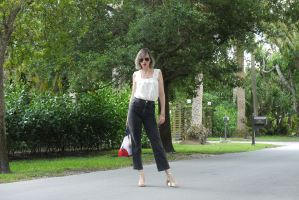 Alba Marina fashion blogger from Mylovelypeople blog shares with you how to combine a romantic white top with crop black jeans and golden sandals
