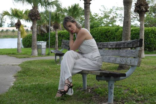 Alba Marina Otero fashion blogger from Mylovelypeople blog shares what kind of accessories wear with a jumpsuit