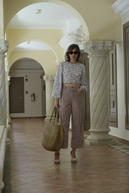 Alba Marina Otero fashion blogger from Mylovelypeople blog shares how to make a perfect outfit with a crop top