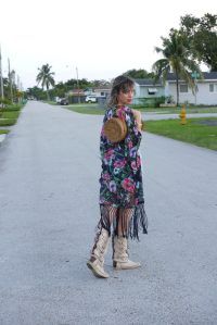 Alba Marina Otero fashion blogger from Mylovelypeople blog shares with you the perfect outfit to go to a market place with a cut off and a pair of leather handcraft boots