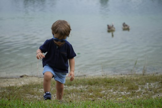 Alba Marina Otero fashion blogger from Mylovelypeople blog shares with you some pics of her son. He is wearing a blue shorts with blue t-shirt and new balance sneakers.