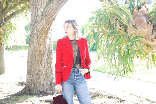 Alba Marina Otero fashion blogger from Mylovelypeople blog shares with you how to dress for a chritsmas party with a velvet jacket, shoes and bag paired with a pair of jeans