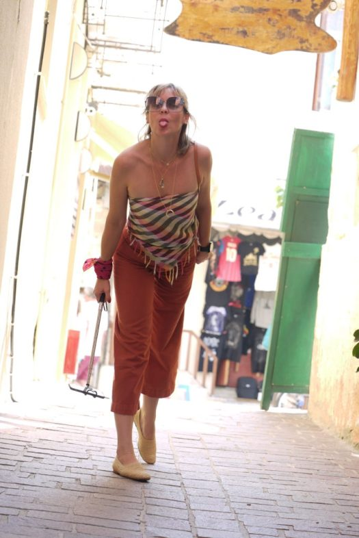 Alba Marina Otero fashion blogger from Mylovelypeople blog shares with you how to style a retro cotton twil pants with a scarf as a top for summer........
