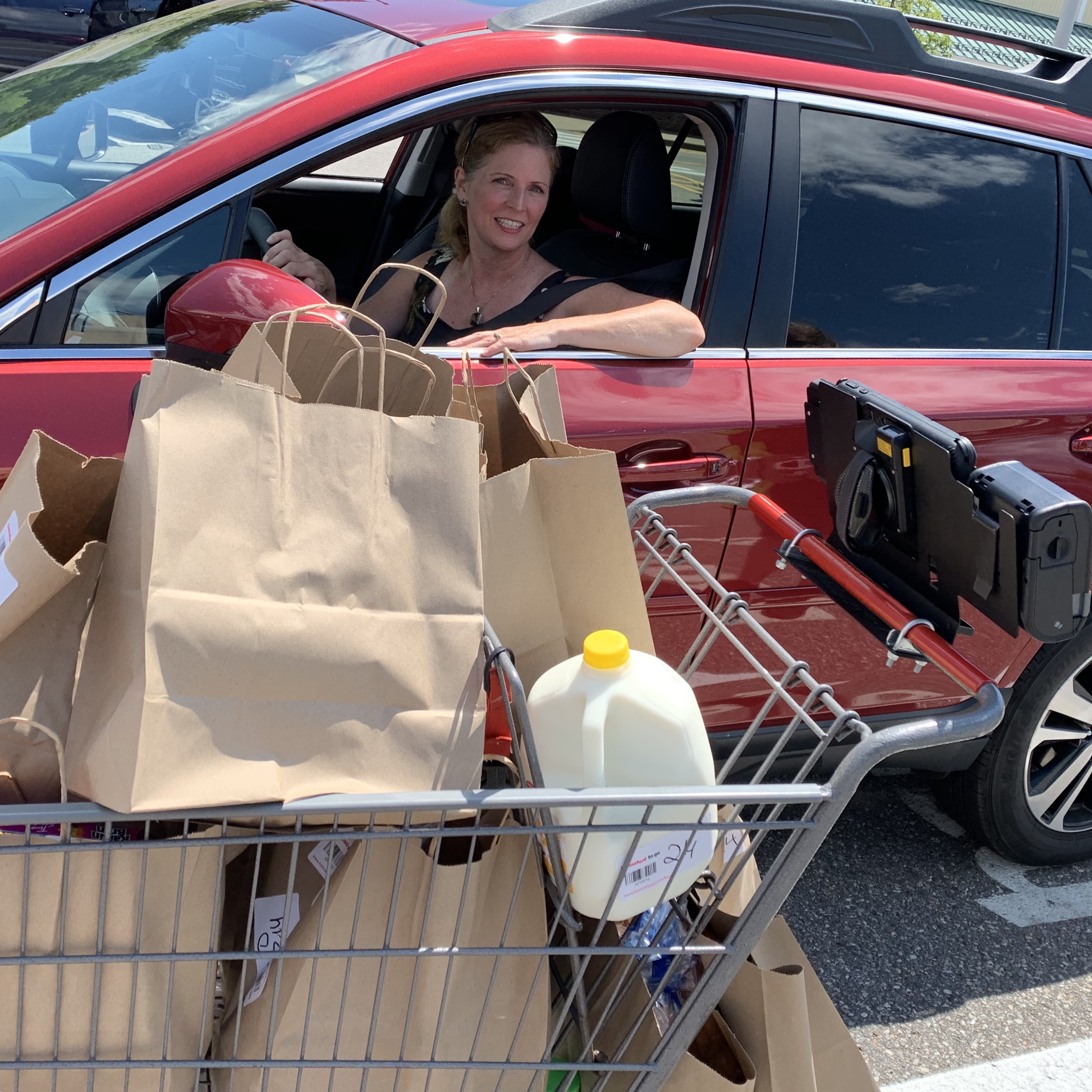 Pros & Cons of Online Grocery Pickup Services via @susanmylovingoven.com