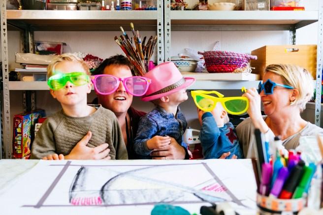 Familiefoto met zonnebrillen