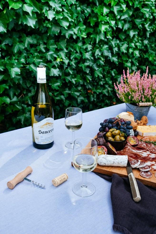 wijn drinken in de tuin