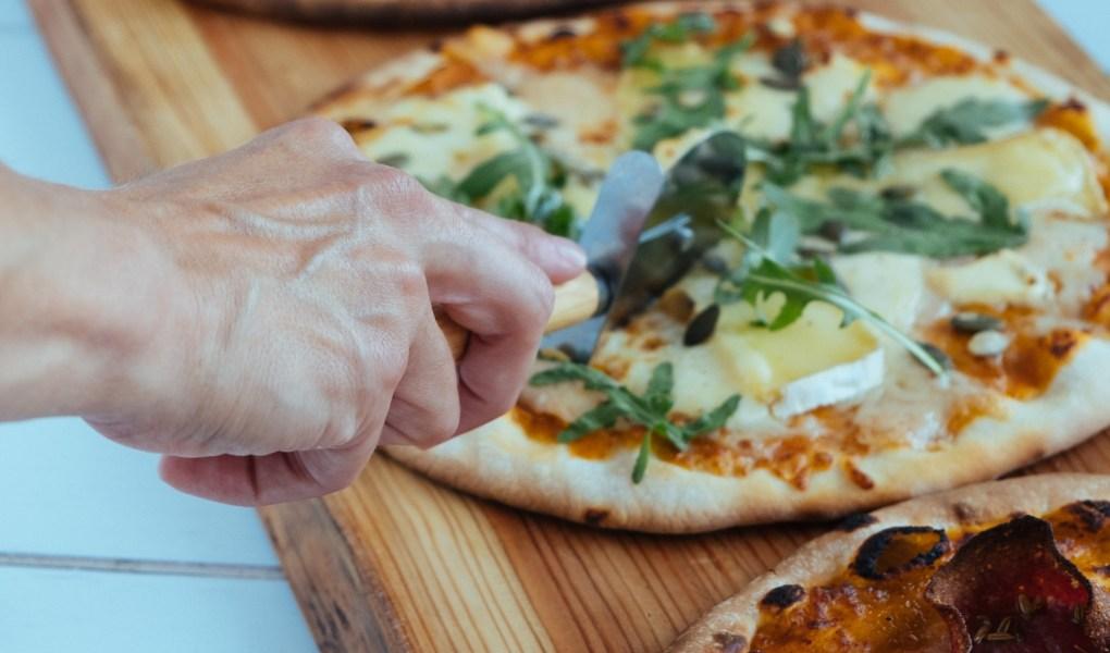 pizza aansnijden