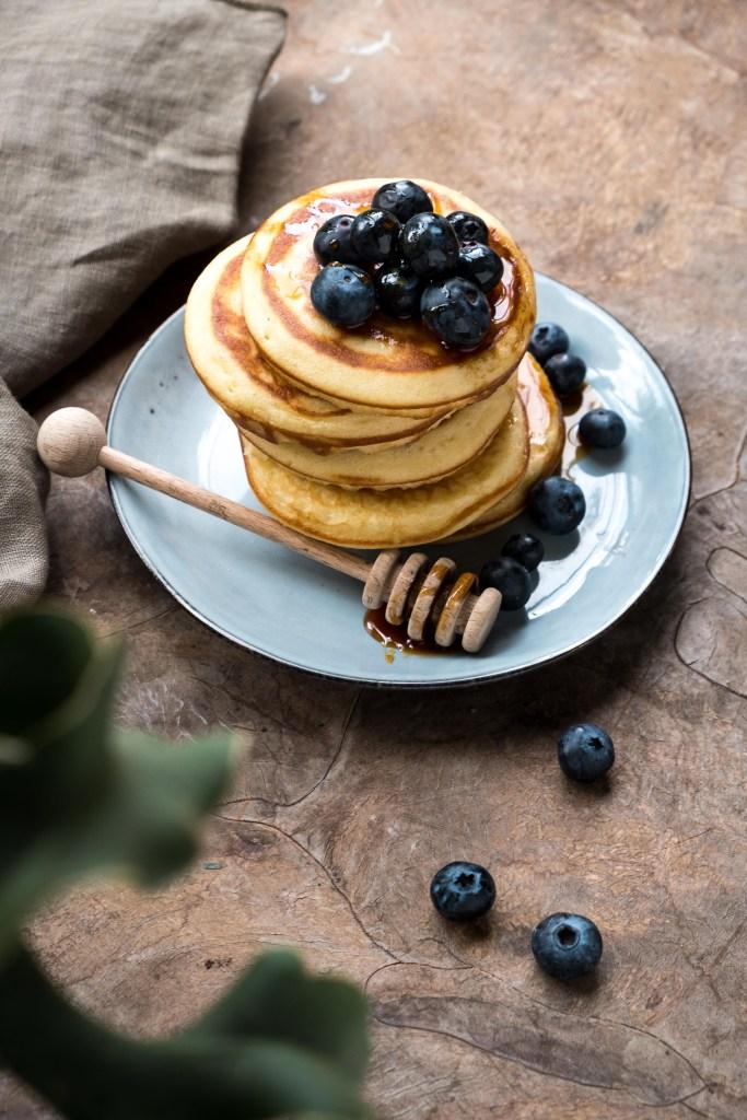 fotografie pancakes met bosbessen