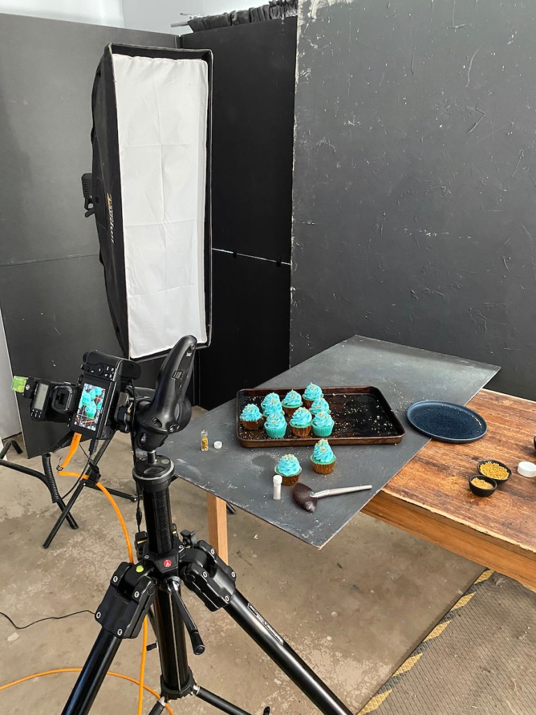 behind the scenes cup cakes blue