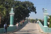 The bridge takes us to the southern area of the city of Sancti Spiritus.