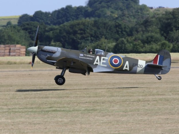 11585264-supermarine-spitfire-lf-vb-ep120-ae-a-g-lfvb-city-of-winnipeg-landing-at-a-uk-airshow-600x450