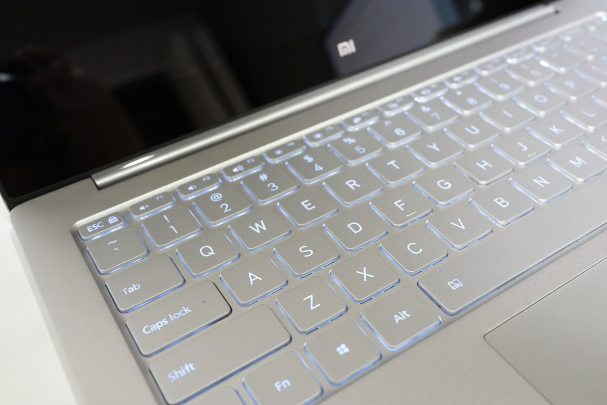 Xiaomi Mi Notebook Air 外観写真