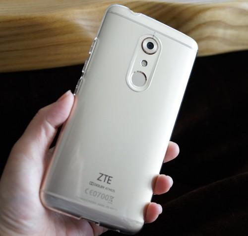 ZTE AXON 7 は専用ケース