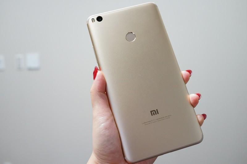 Xiaomi mi max 2 レビュー 背面の指紋認証についての参考画像