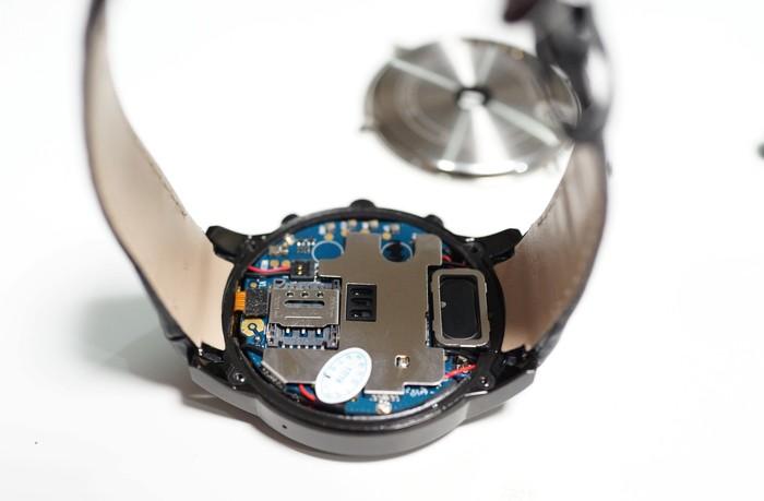 Docooler X5 Plus スマートウォッチレビュー 裏を開けた内部の写真