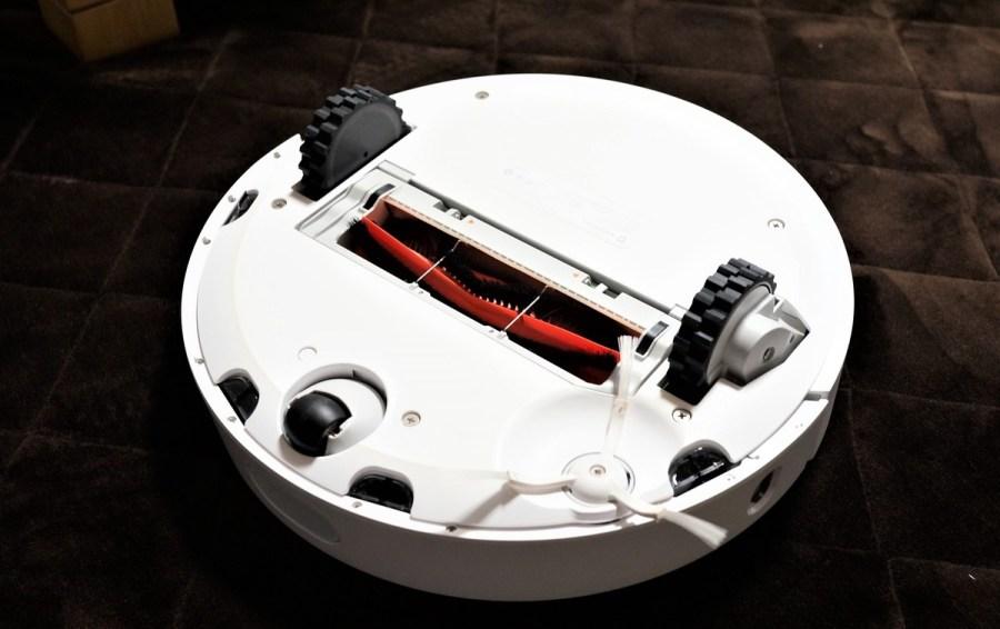 Original Xiaomi Mi Robot Vacuum レビュー 裏側の掃除パーツの説明