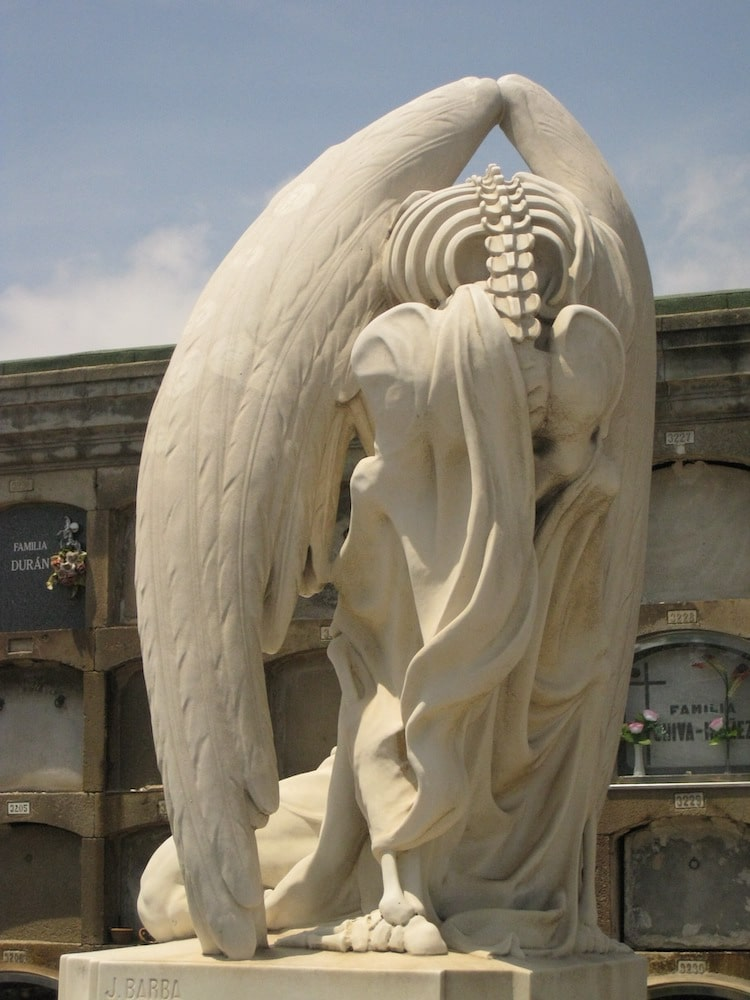 Kiss of Death Sculpture in Poblenou Cemetery