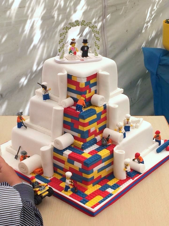 LEGO Themed Wedding Cake Brings Couple s Childhood Fantasies to Life