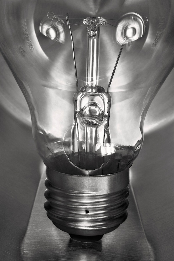 How Does Incandescent Light Bulb Work