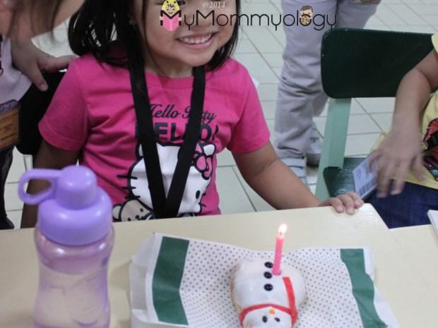 Her snowman donut errr - cake?