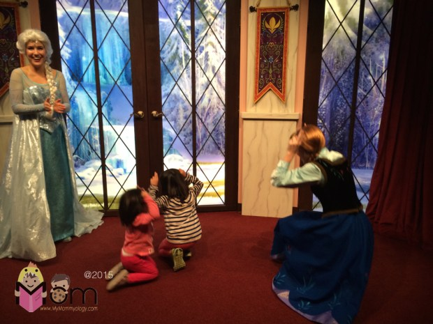 The girls get some time to play with Anna and Elsa before their pictorial.
