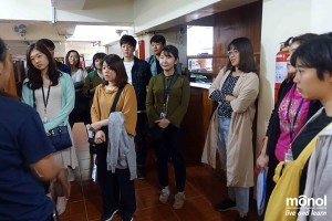 New-students-touring-the-campus