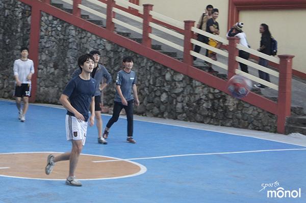 students-watching-ball