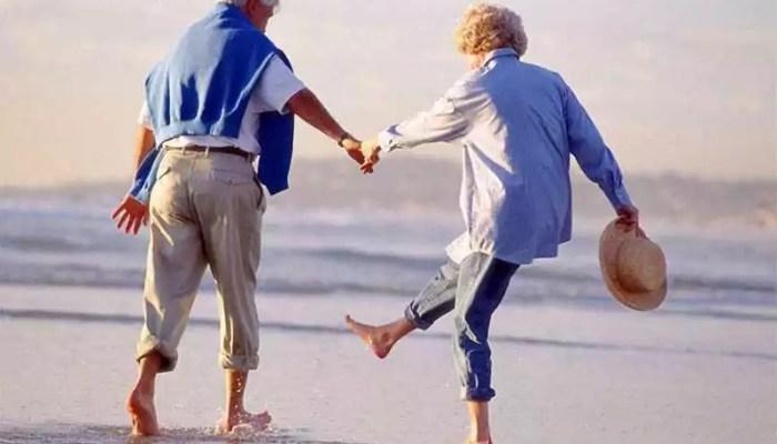 Жизнь становится лучше после 50 лет: почему возраст стремится к счастью