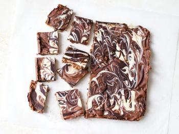 Easy-chocolate-tiffin-recipe-a-no-bake-fridge-cake