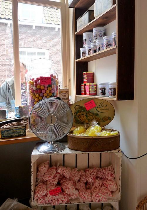 24_der Laden ist echt so aufgemacht wie früher Omas Snoepwinkel in Veere Zeeland