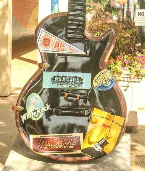 Travel guitar body