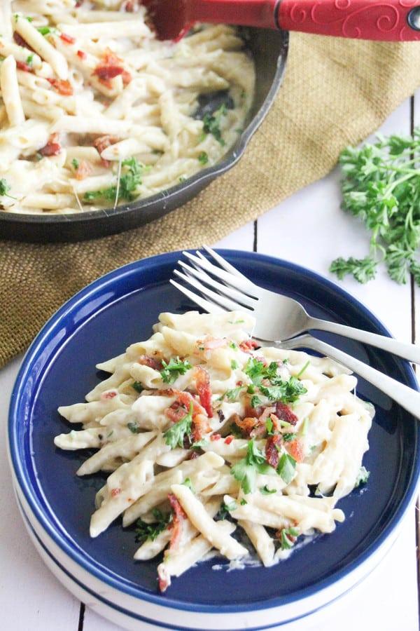 Easy, Creamy Garlic Parmesan Bacon Pasta Recipe