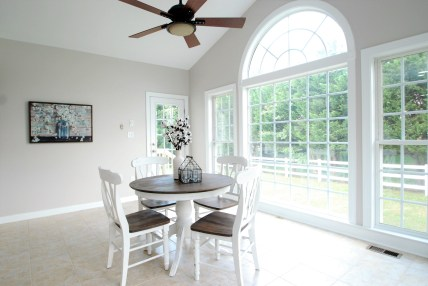 Picture of farmhouse style round table used for home staging