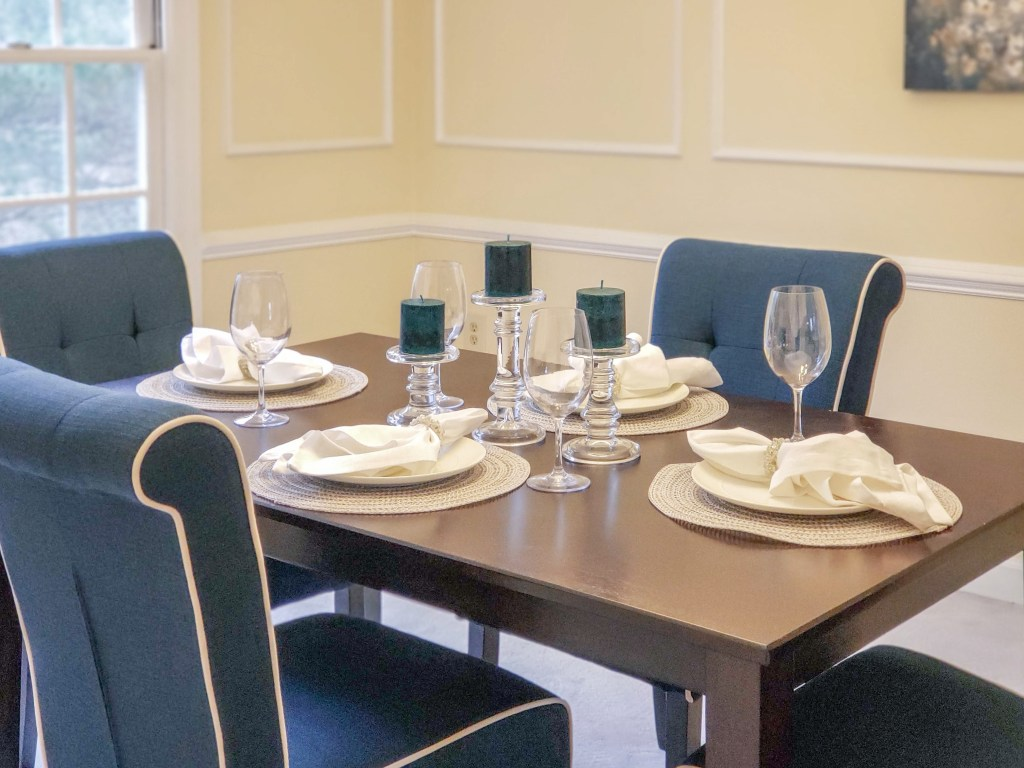 dining room table setting with whites and blues