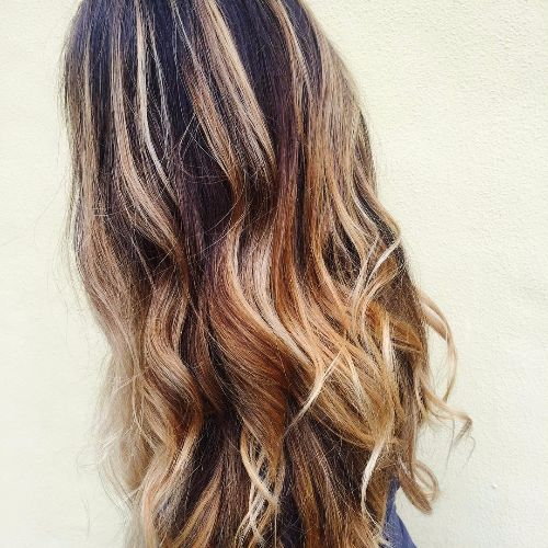 long wavy hair with caramel balayage highlights
