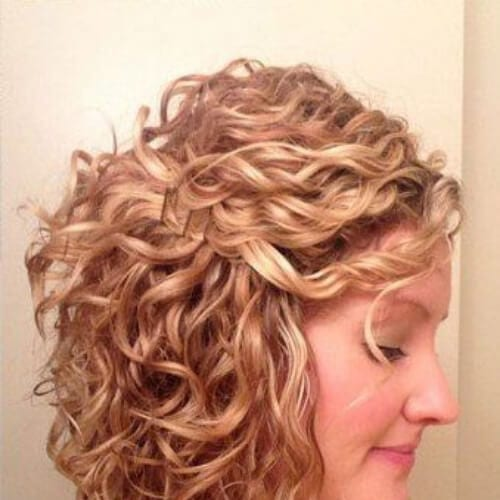 30 Short Haircuts For Curly Hair Which Look Good On Anyone