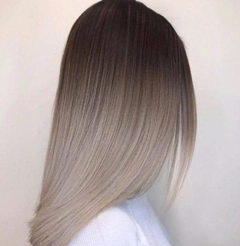lechoso, gris balayage color de pelo