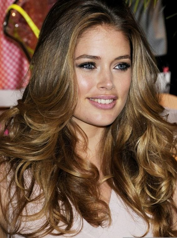 Doutzen Kroes brown hair with blonde highlights
