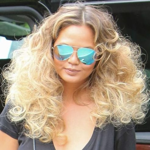 chrissy teigen long curly hairstyles