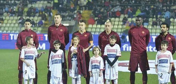ITALY: A White Child Refuses To Stand In Front Of An African Player