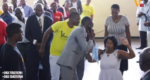 VIDEO:Zimbabwe pastor talks to 'God' on the phone during service