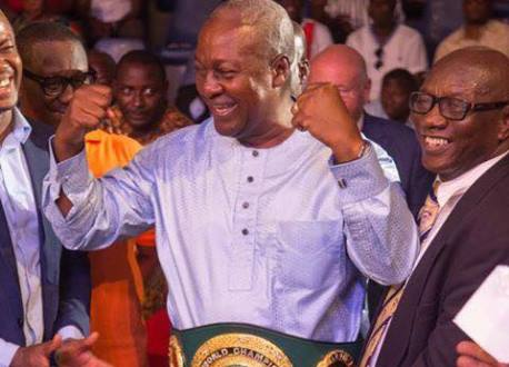 Mahama consoles Bukom  Banku  after his first ever defeat
