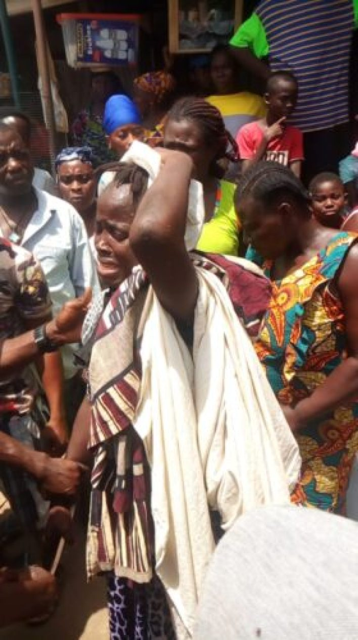 A Suspected Woman Grabbed For Stealing A Two Year Old Boy 2