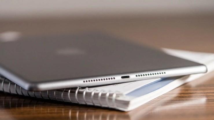 iPad 2017 speaker
