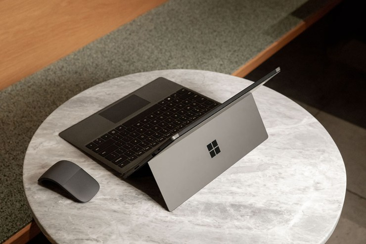 Microsoft Surface Pro 7 with mouse