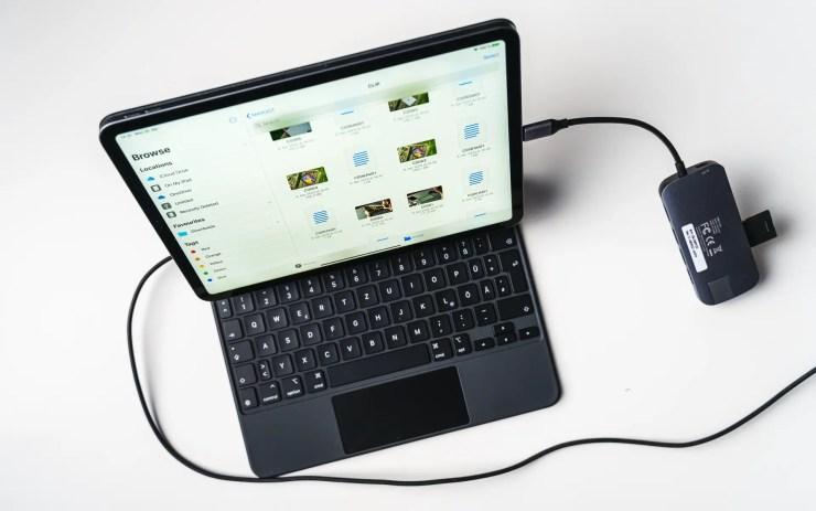 Apple Magic Keyboard USB C port