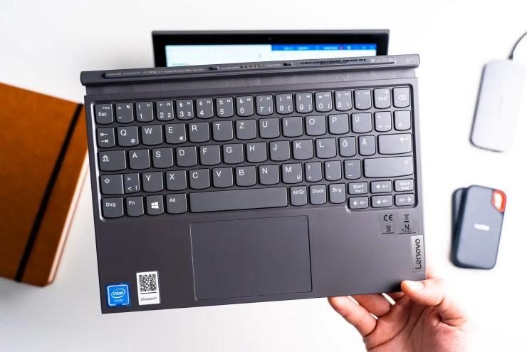 Lenovo IdeaPad Duet 3i keyboard
