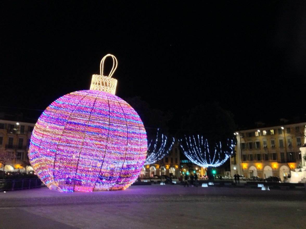 Nice Place Garibaldi boule de Noël