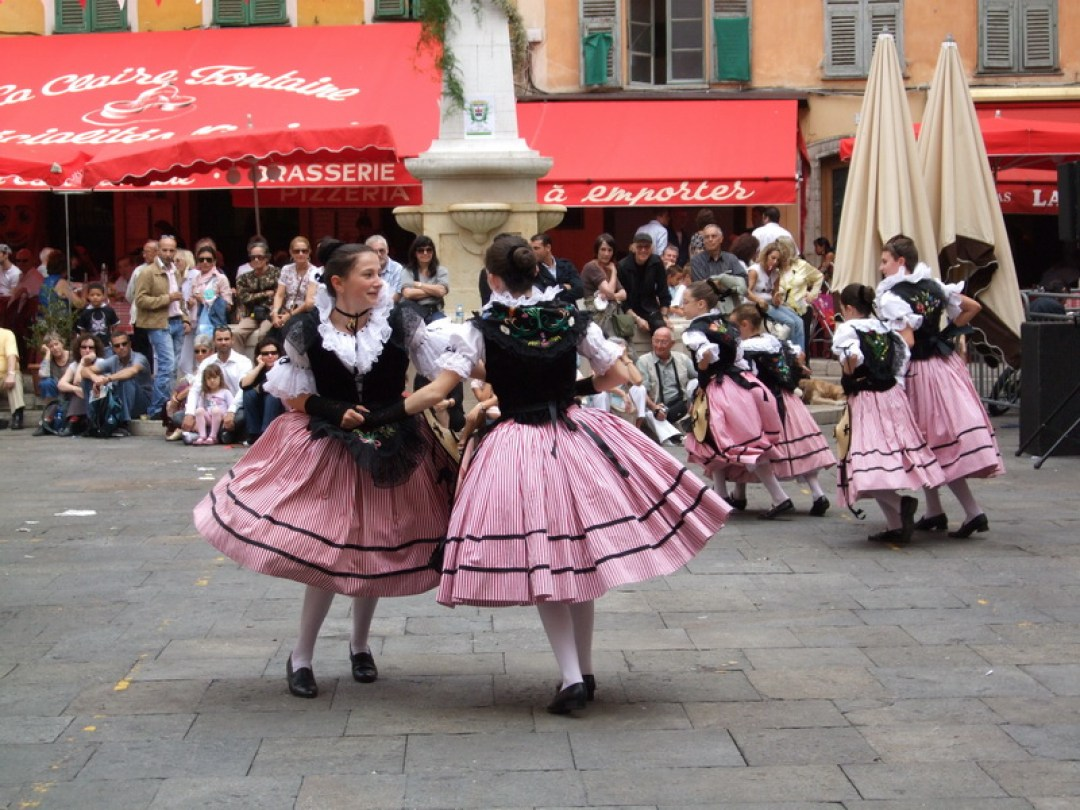 Dancing in the old city, Nice