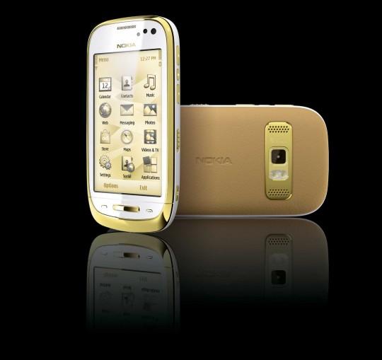 NCPackShot_White_Nokia_Oro_2-540×509